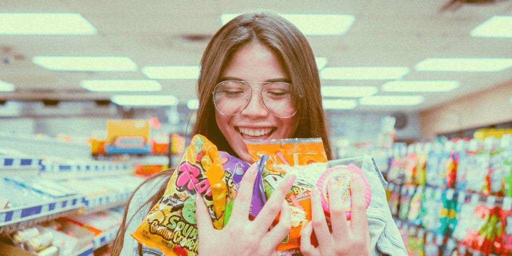 Магазин с конфетами и печеньем